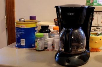 What Kind of Vinegar to Clean Coffee Maker?
