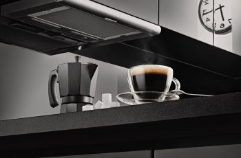 how does a percolator coffee maker work