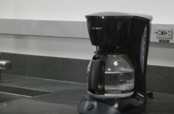 How to Clean Coffee Maker Heating Plate
